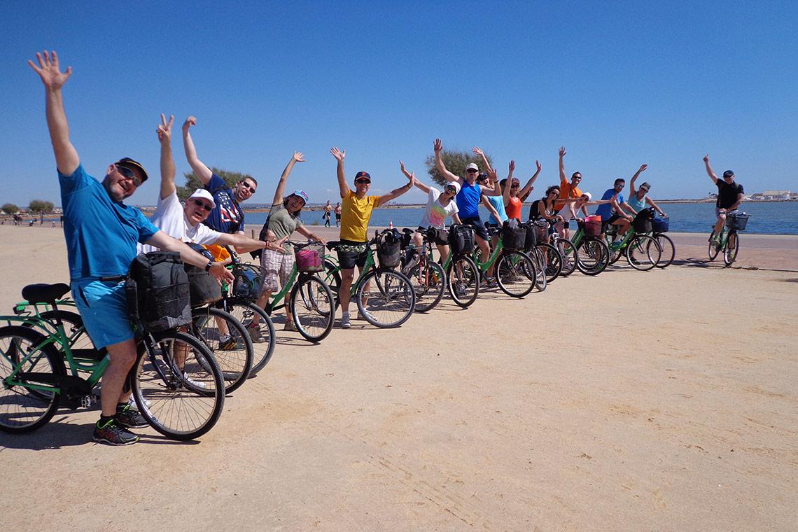 Descubre los mejores viajes de bici con los que conocer a gente