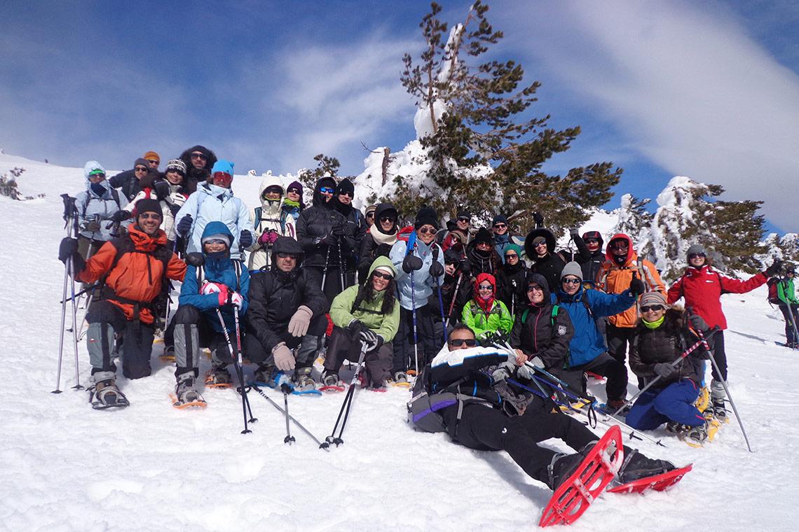 Descubre los mejores viajes de raquetas de nieve con los que conocer a gente